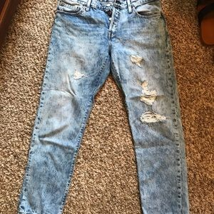 Levi's distressed jeans size 28